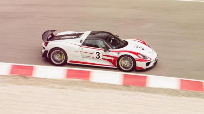 Porsche 918 Spyder: 0-100 км/ч за 2,8 с Еще один крутой супергибрид, да. Но с очень сильным атмо-V8