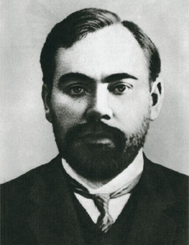 Богданов — бывший член большевистской партии, друг Владимира Ленина и видный политический деятель. Н