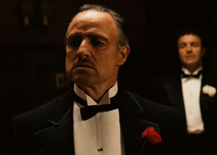 На Paramount не утверждали Марлона Брандо. Когда Коппола первоначально упомянул о том, что Брандо мо