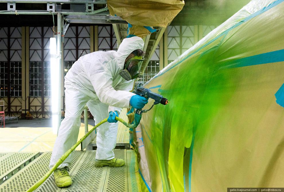 6. На один Боинг-737-800 может уйти примерно 200 кг краски, а обходится весь процесс примерно в