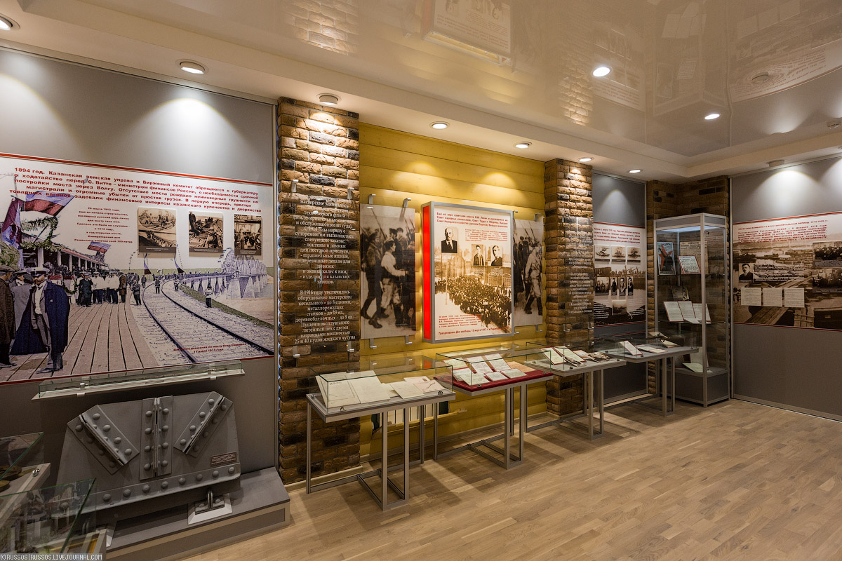 При заводе есть музей, где рассказывается о всей его истории. Слева внизу виден фрагмент фермы перво