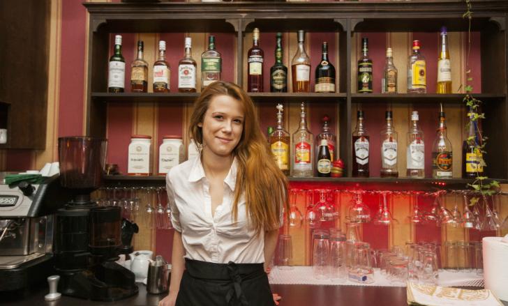 Бутылка пива в Таллине обойдется вам в 3,8 доллара, а бокал шампанского — в 5,9 доллара. Общая стоим
