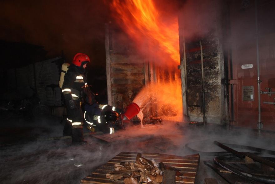Пожар вМарусино: полыхает битумно-лакокрасочный завод