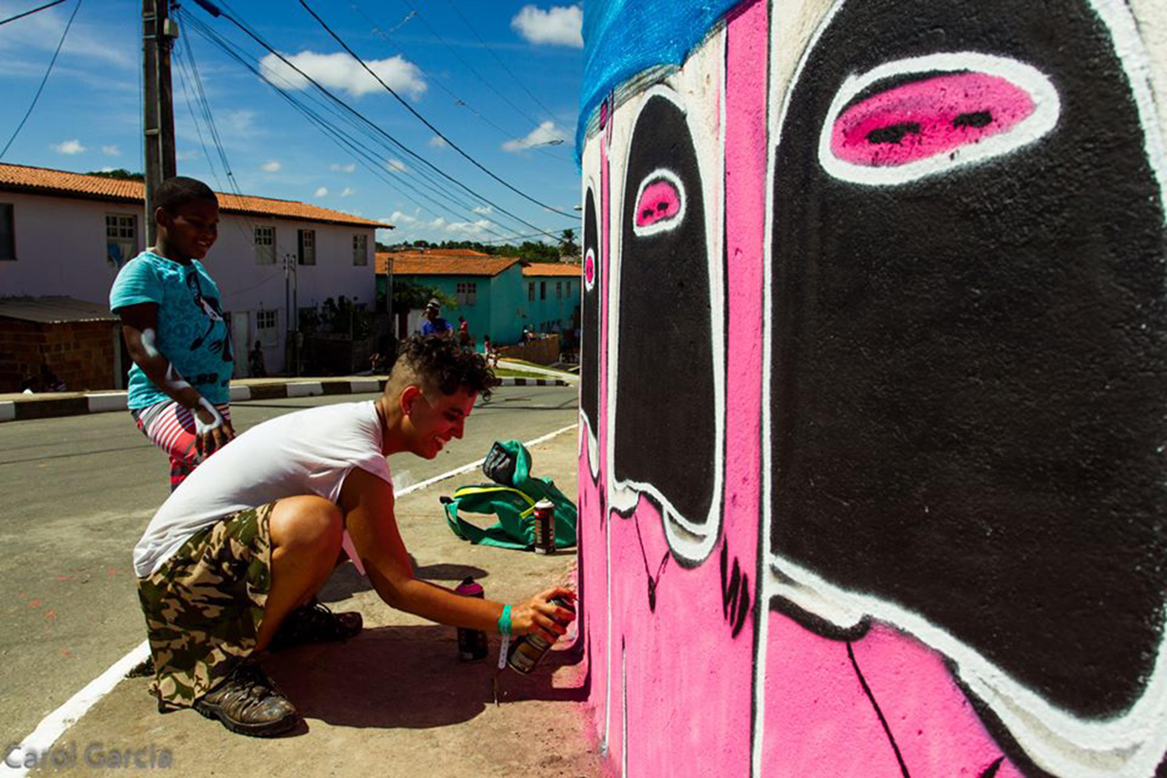 Artista baiana ilustra outdoors e movimenta debate sobre genero
