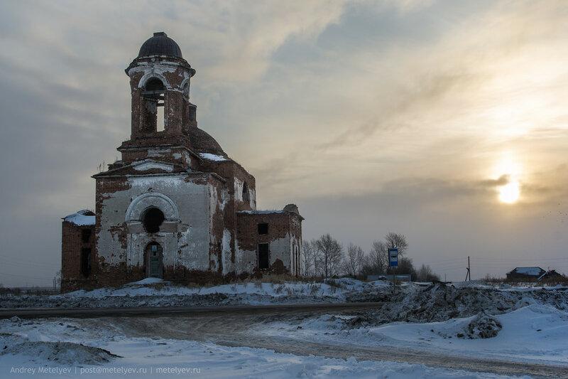 фотографии храма в селе Травянское на рассвете
