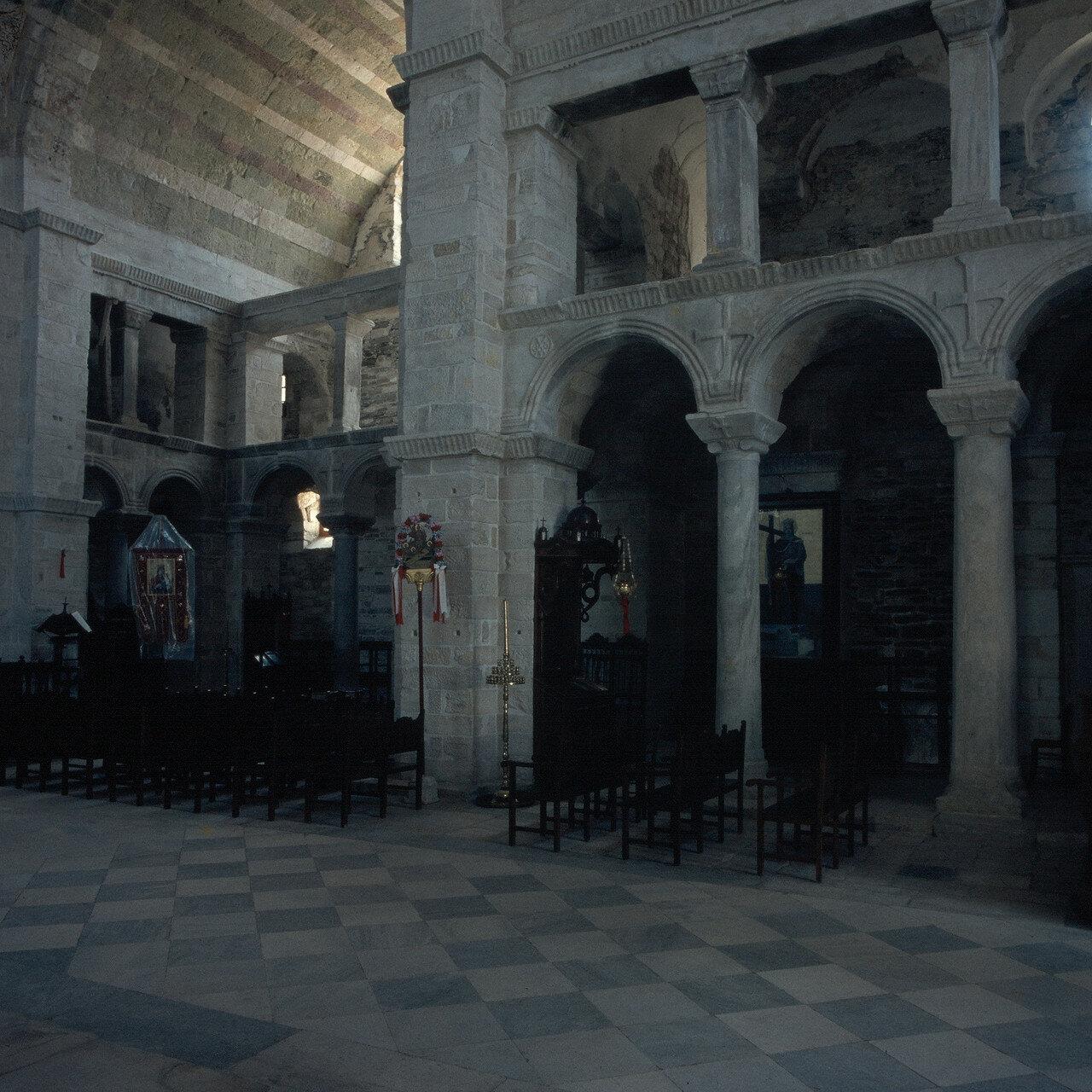 Парос. Парикия. Церковь Богоматери Экатонтапилиани