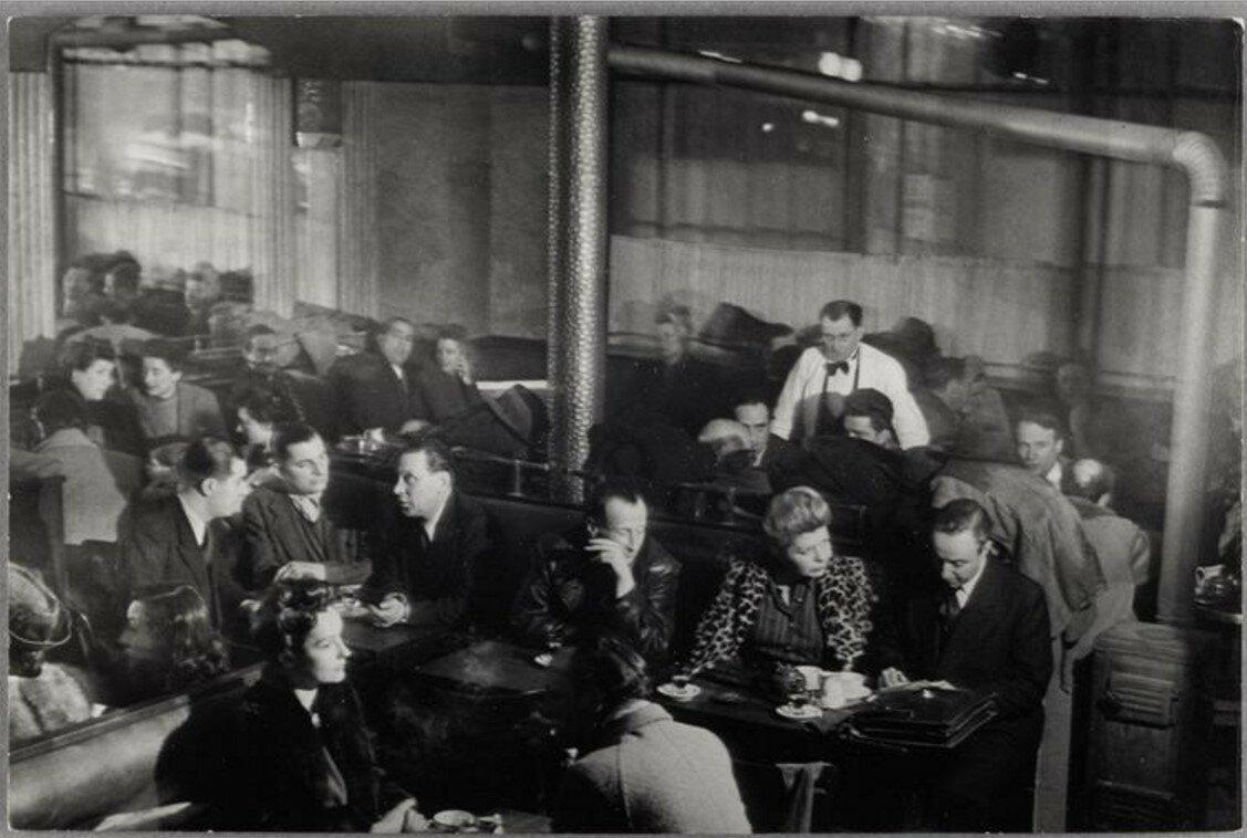 1944. «Кафе де Флор», общий вид