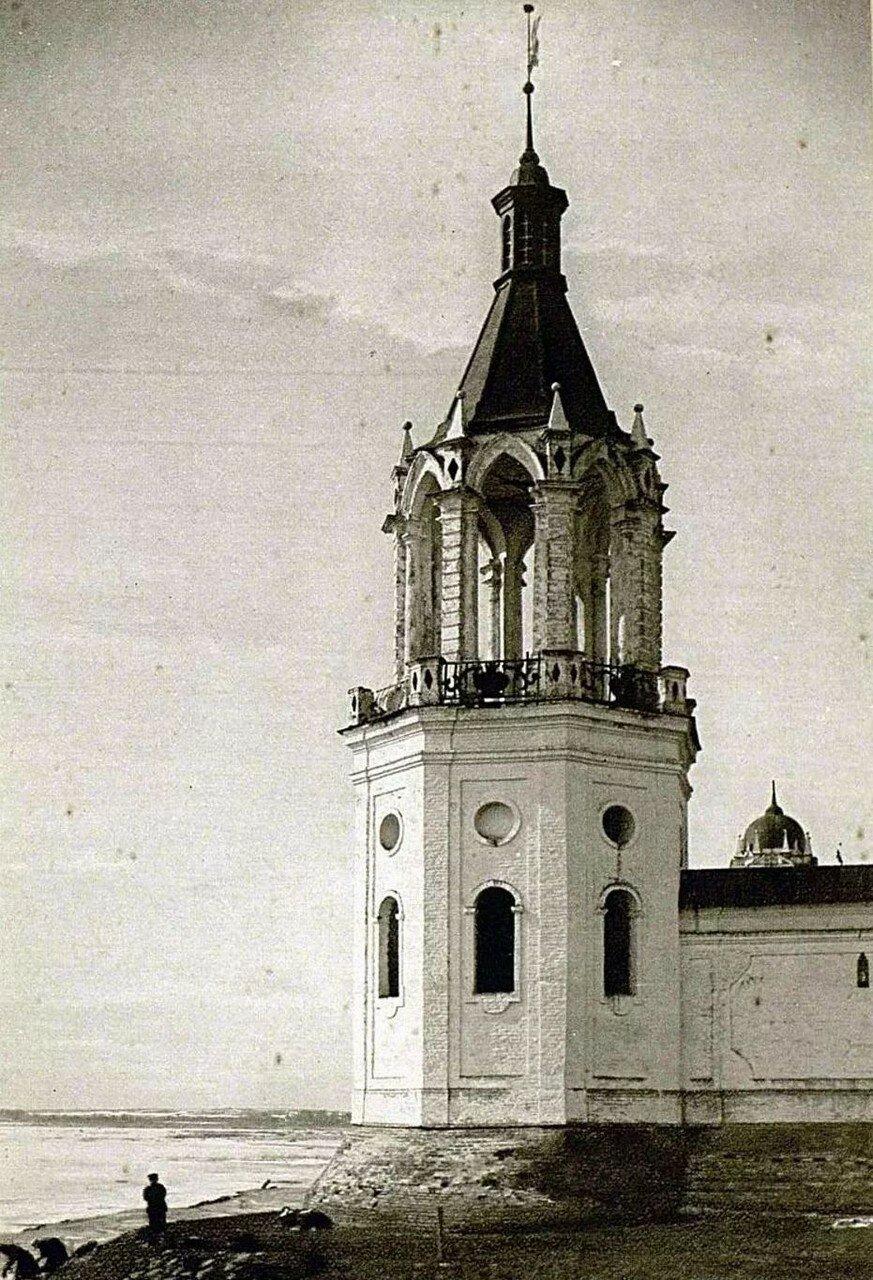 Окрестности Ростова Великого. Спасо-Яковлевский монастырь. Башня ограды монастыря