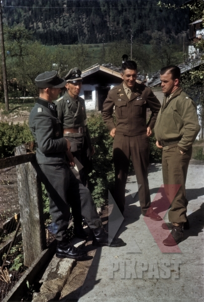 stock-photo-ss-chief-of-staff-ekkehard-albert-talking-to-american-army-translator-101st-cavalry-regiment-schwendt-austria-1945-12784.jpg
