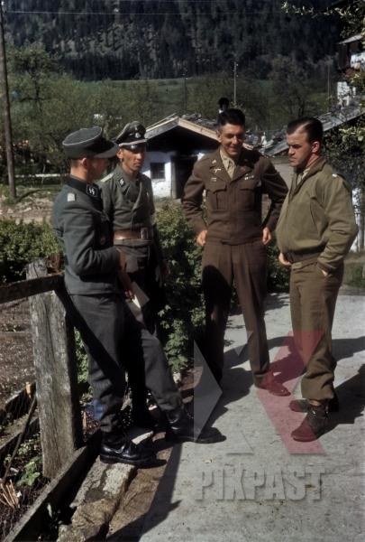 stock-photo-ss-chief-of-staff-ekkehard-albert-talking-to-american-army-translator-101st-cavalry-regiment-schwendt-austria-1945-12784.jpg