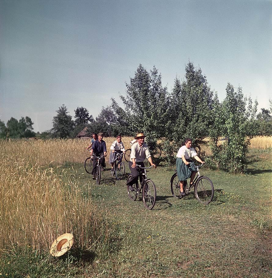 1950е Велосипедисты.jpg