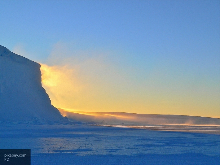 Ледник Петермана расположенный в Гренландии треснул