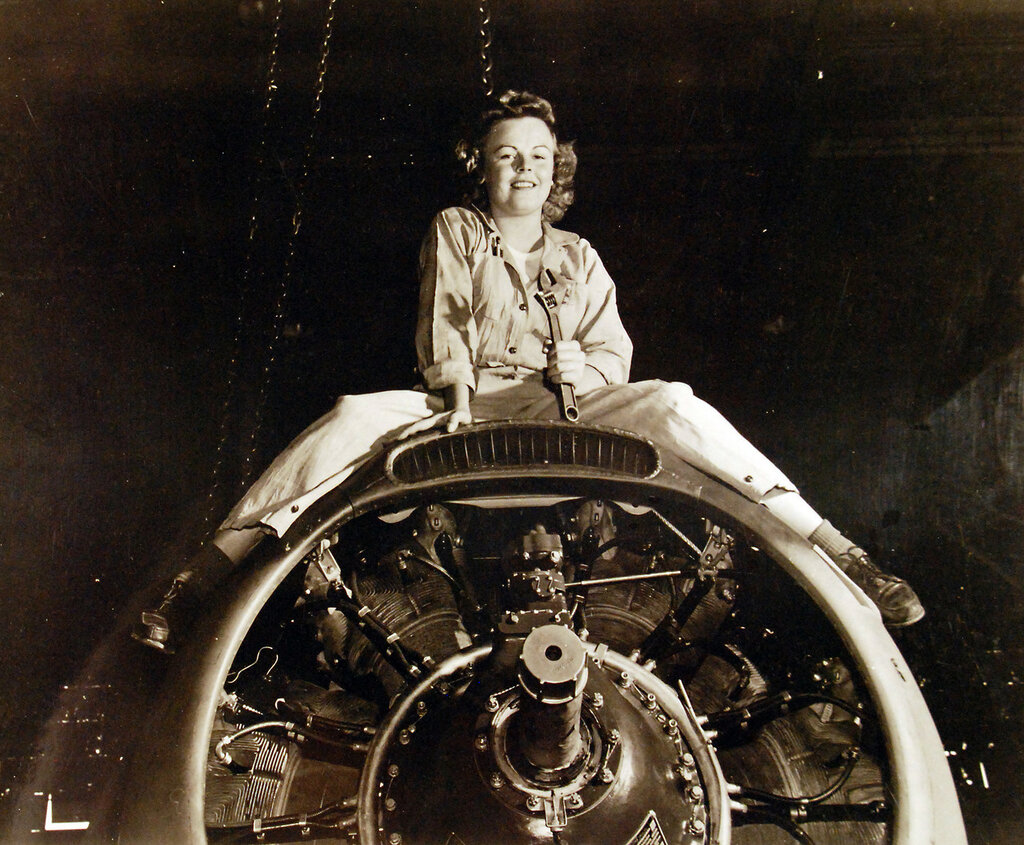 WAVES at Naval Air Station, Seattle, Washington. AMM3-C Barbara Warfield, one of the first WAVES to overhaul and repair of Naval Aircraft. September 28, 1943.