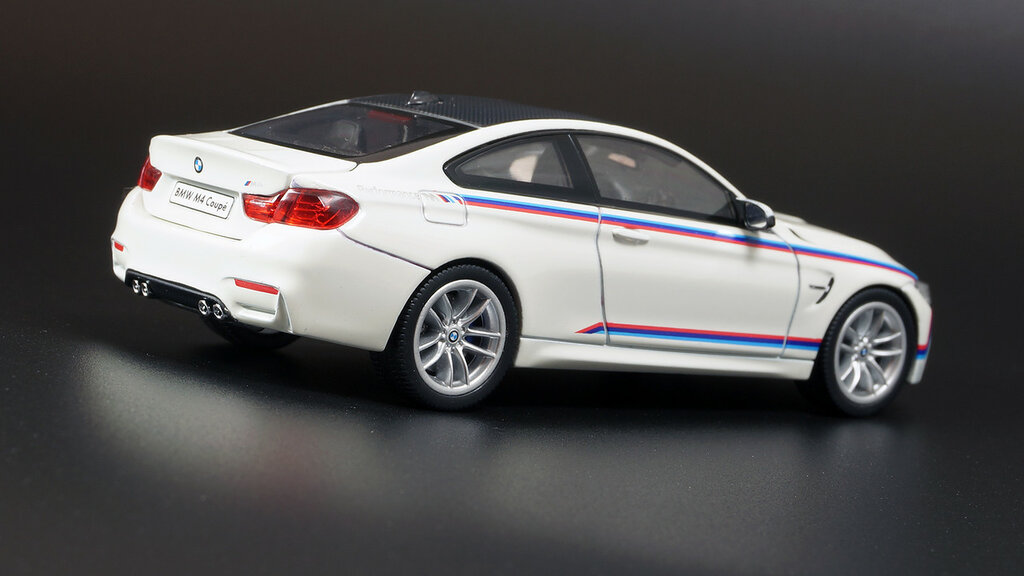 BMW_3.0CSi_M4_06.jpg
