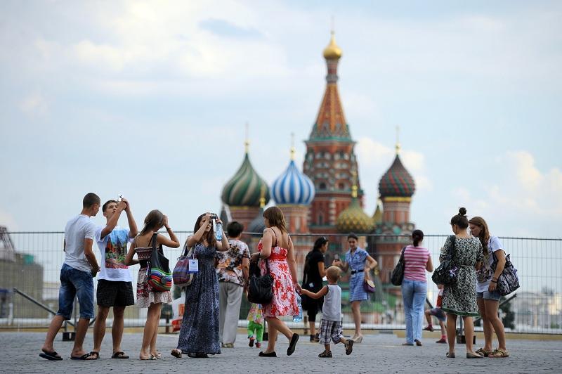 Также можно провести свой незабываемый уикенд в столице России. В Москве туры выходного дня никого н