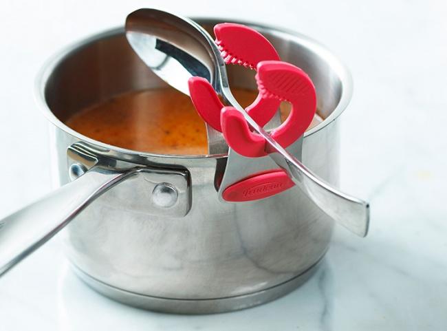 © simple.ripley.com  Стаким милым держателем выбольше никогда неувидите капель еды навашем