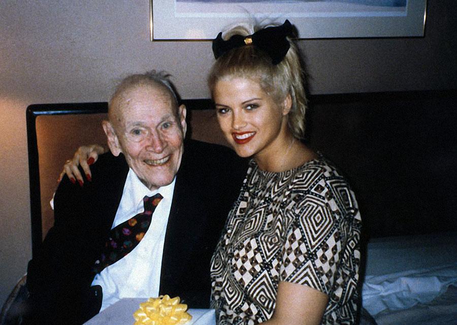 Когда они встречались, Маршалл полетел с ней в Нью-Йорк, где она потратила два миллиона долларов на