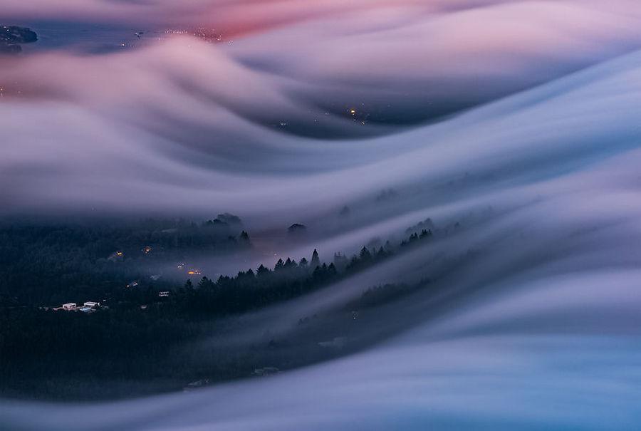 Фотограф после 8 лет экспериментов научился снимать эти потрясающие волны тумана