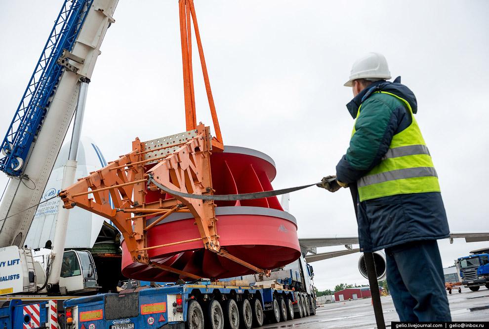 17. Длина грузовой кабины «Руслана» 36,5 м, ширина — 6,4 м, высота — 4,4 м. Здесь могут помести