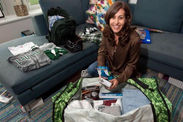 Женщина, которая за 1000 долларов соберет и как следует упакует вещи ваших детей перед отправкой в л