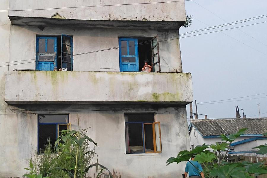 Внутри Северной Кореи: новые фотографии нищеты (16 фото)
