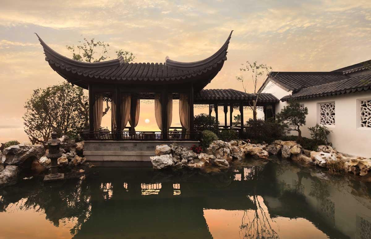 Традиционный китайский пейзаж придает 3-летнему дому ощущение древности и величия. Все 32 спальни ок
