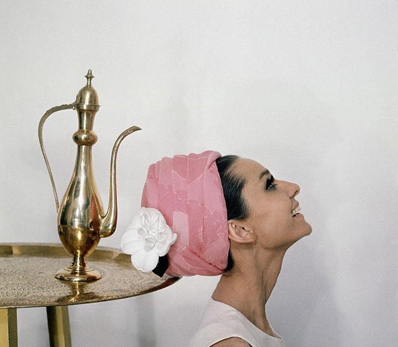 17. Всегда и во всем — безупречный вкус. Рекламируя парфюм Givenchy, 1964 год.
