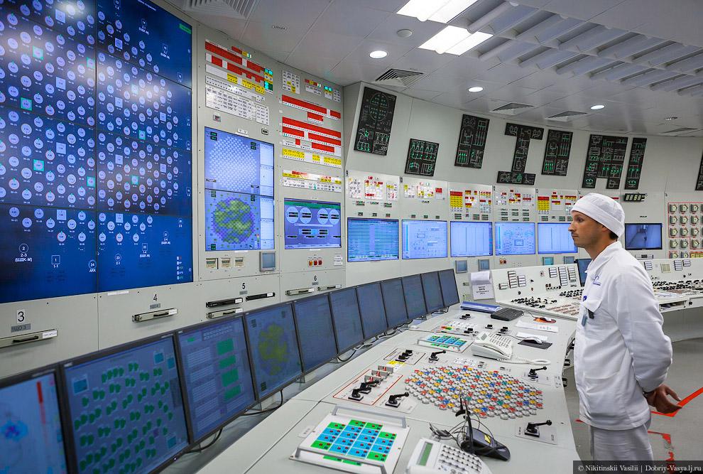14. Отсюда управляются и реактор и сам блок и турбины АЭС. А ещё здесь прохладно, тихо и спокой