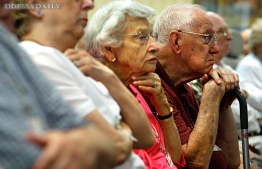Пенсионный фонд приостановил выплату пенсии Азарову
