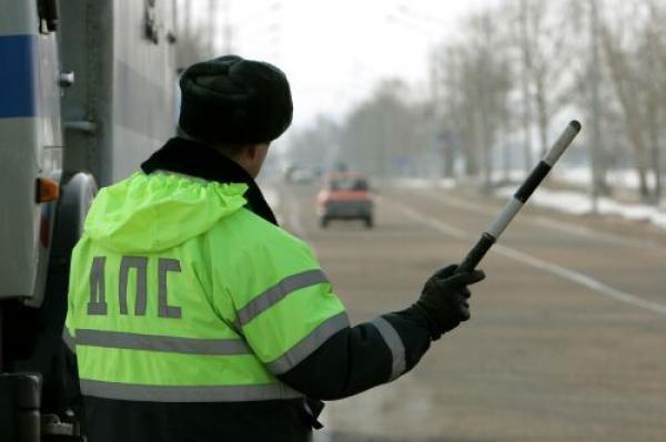 В российской столице наградят инспектора ДПС, который спас девушку изтонущей машины