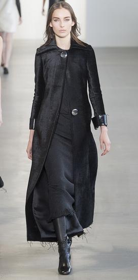 Стильное черное пальто