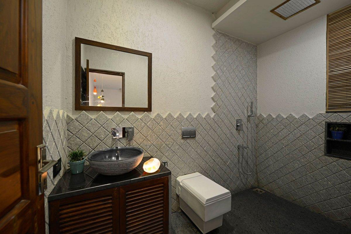 Открытый душ в ванной комнате