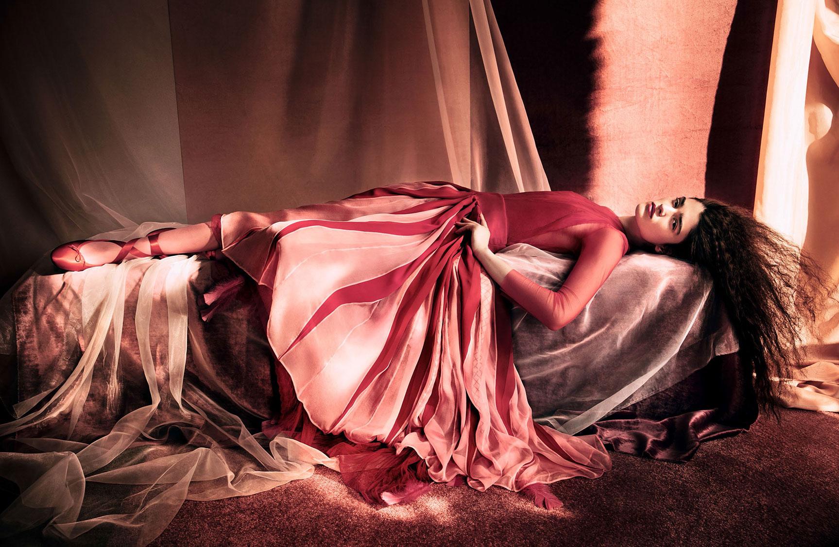 Все краски Александры Мику / Alexandra Micu by Solve Sundsbo - Vogue China april 2017