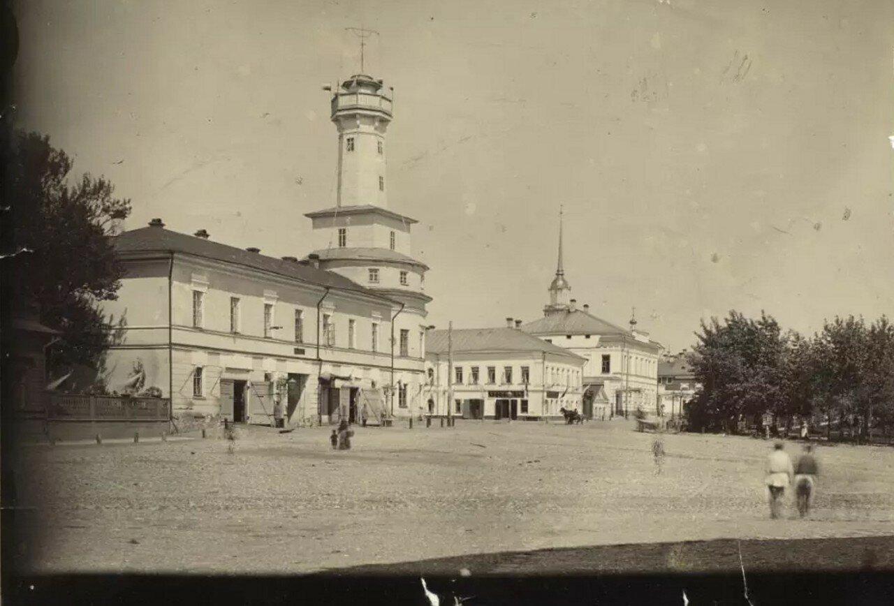 Вид на старую пожарную каланчу и бульварную улицу с Театральной площади