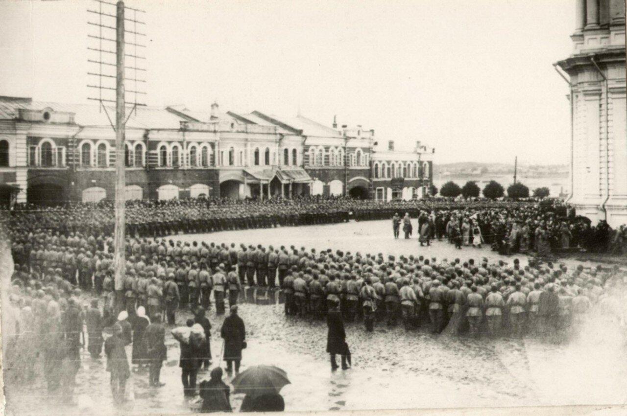 Ряды войск у Спасо-Преображенского собора