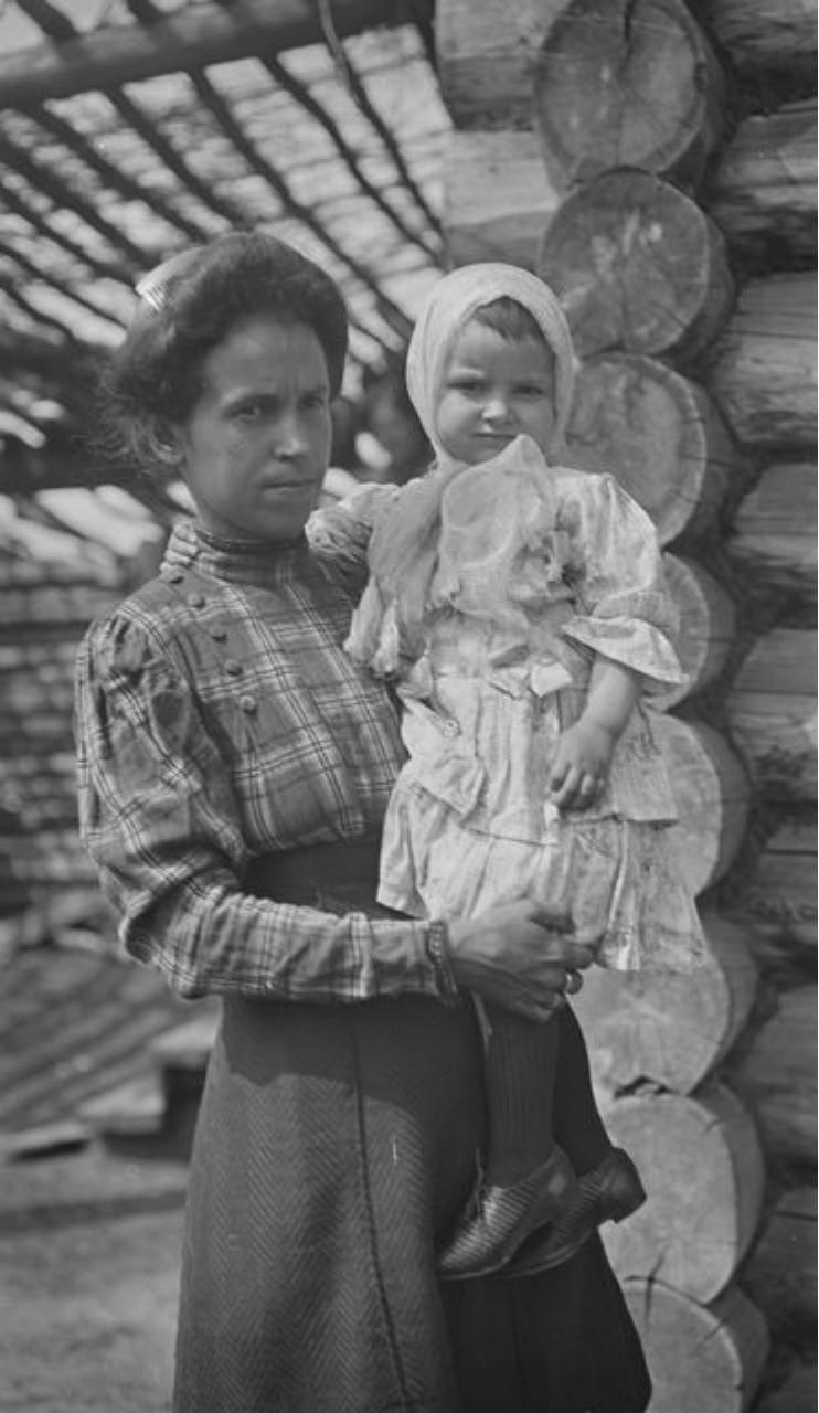 Жена и дочь чиновника Анатолия Смирнова