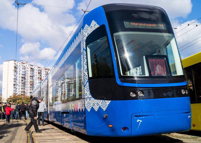 В Киеве появился бесшумный трамвай с Wi-Fi и кондиционером. ФОТО