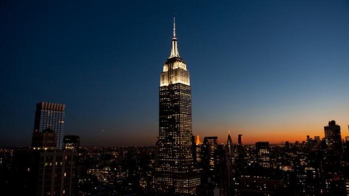 Небоскреб Эмпайр-стейт-билдинг 102-этажный небоскреб на Манхэттене в Нью-Йорке однажды тоже был укра