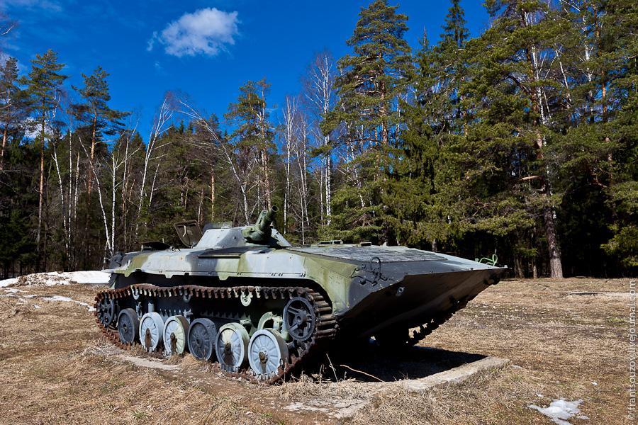 13. А боевая машина пехоты уже явно сделано не из фанеры.