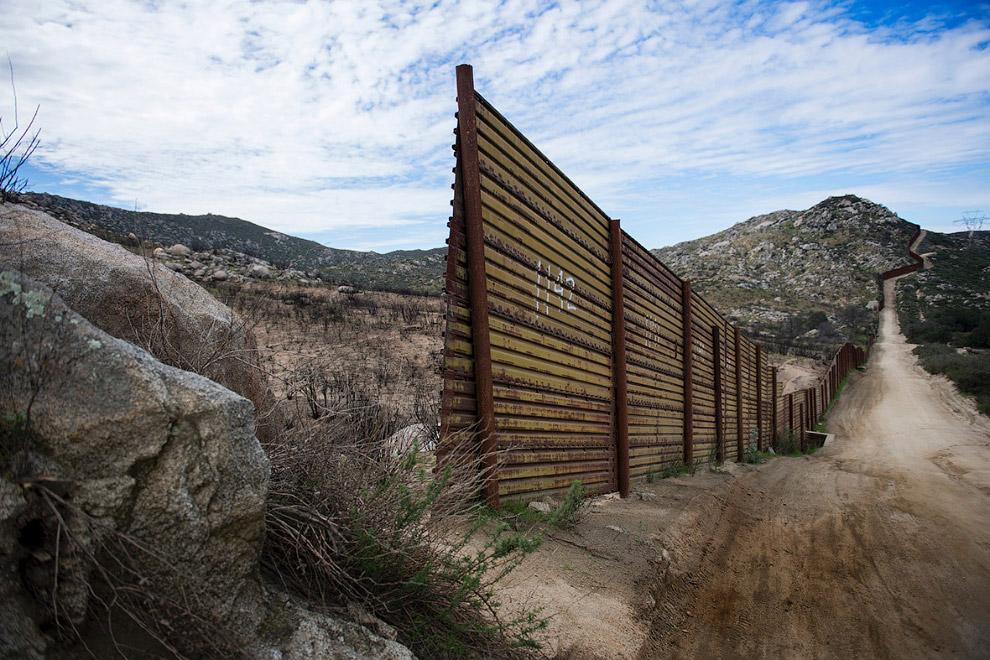 Журналисты телеканала CNBC подсчитали, что строительство стены по плану Трампа обойдется правит