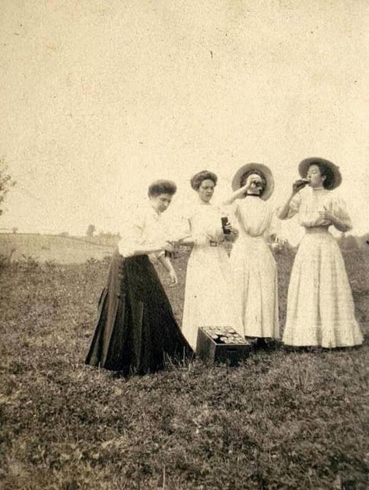 Поле, пятница, 1910 год (шутка – просто 1910 год).