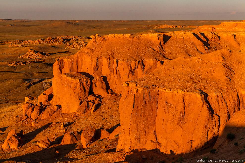 15. На закате хорошо ложился свет по краям каньона — точечная, филигранная работа ювелира-солнц