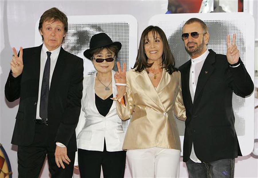 Даже несмотря на то, что группа The Beatles распалась в 1970 году, в 2007 году в отеле «Мираж» в Лас