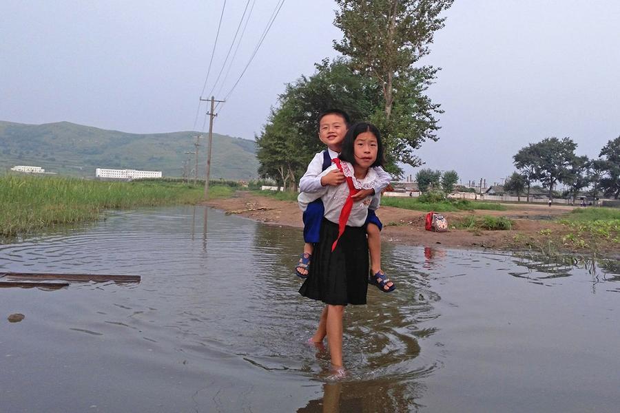 5. Дети идут в школу утром в Туманганге