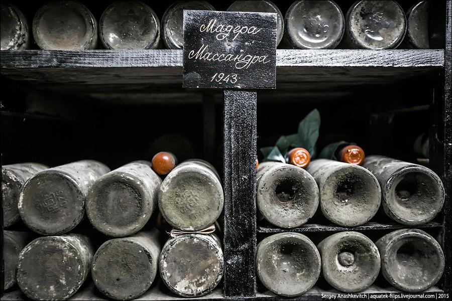 11. Кстати, во время оккупации Крыма немцами завод «Массандра» продолжал работу. Часть вин, разлитых