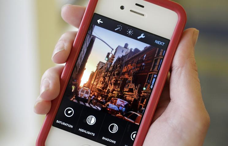 В социальная сеть Instagram возникла возможность запускать прямую трансляцию