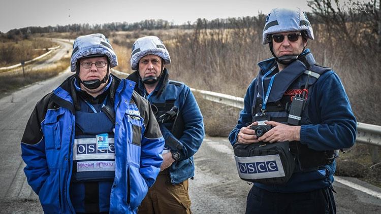 Сотрудники «ДНР» передали Украине 2-х пленных женщин