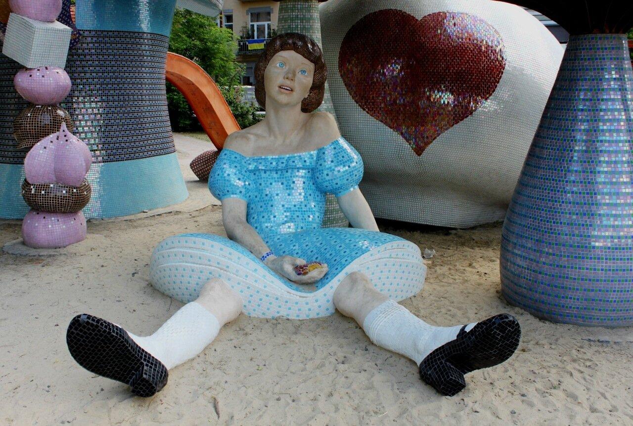 Арт-объект Алиса на Пейзажной аллее