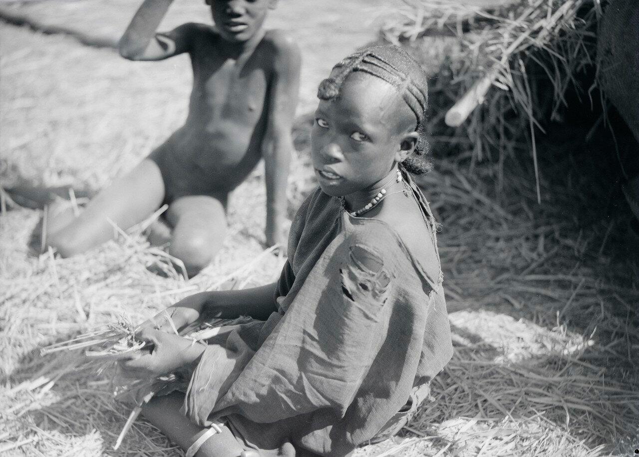 Дети в соломе