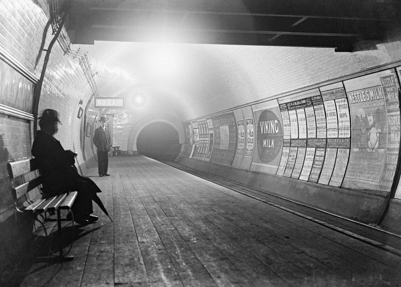 1900-е. Платформа станции метро